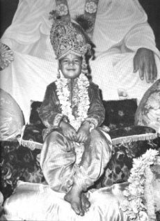 Prem Rawat (Maharaji) dressed as Krishna