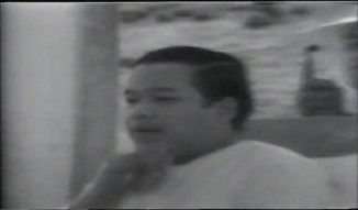 Prem Rawat (Maharaji) gives Holy Breath