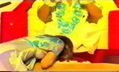 Prem Rawat's Wife, Marolyn Rawat, Kissing His Feet